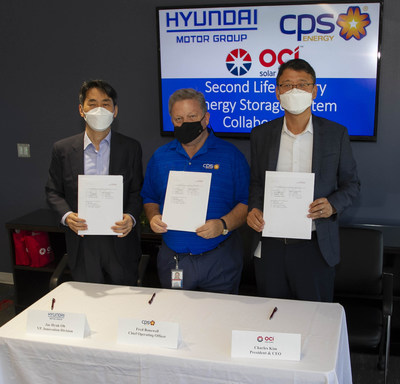From left to right: Jae Hyuk Oh, VP, Innovation Division, Hyundai Motor Group; Fred Bonewell, Chief Operating Officer, CPS Energy; Charles Kim, President & CEO, OCI Solar Power